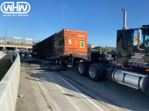 Heavy Duty Towing Dallas Team In Sticky Situation on I-35